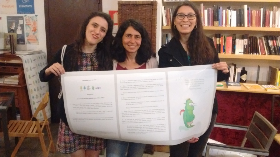 Nevelina, Beatriz and Marcela with the Charter of Cultural Rights of Children